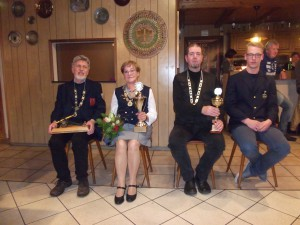 Das neue Königshaus von links König Detlef Harbach, Königin Longina Tietjen, Vizekönig Hendrik Normann, Jugendkönig Mirko Bollmann