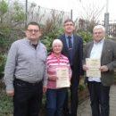 Für 25 Jahre Mitgliedschaft bekam Magdalene Kreft eine Urkunde mit Ehrennadel, sowie Hans-Jürgen Bartels für 50 jährige Mitgliedschaft.